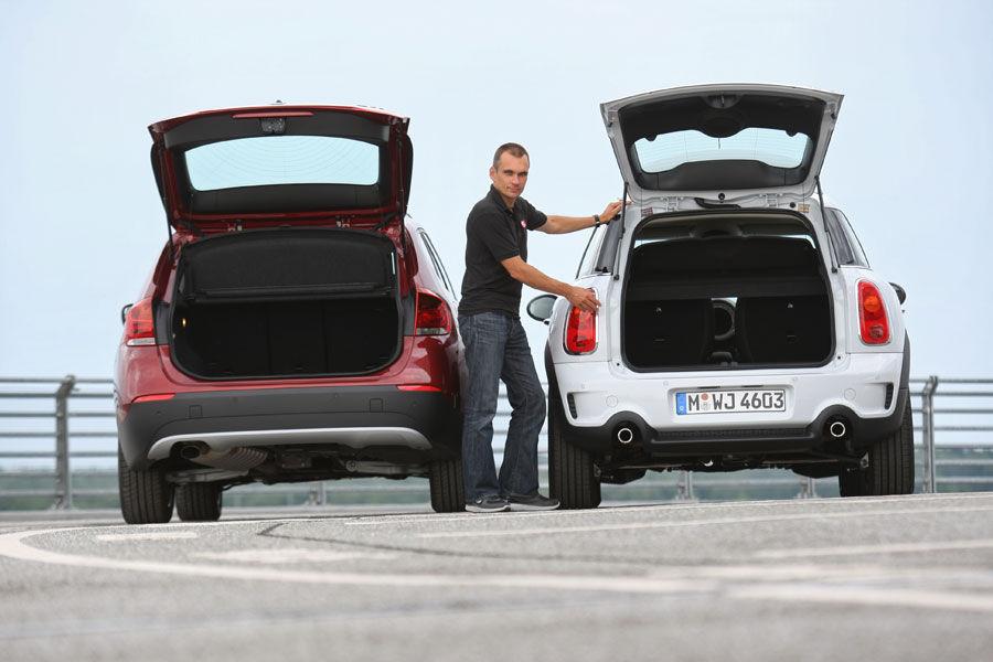BMW X1 vs. Mini Countryman - Size Comparison