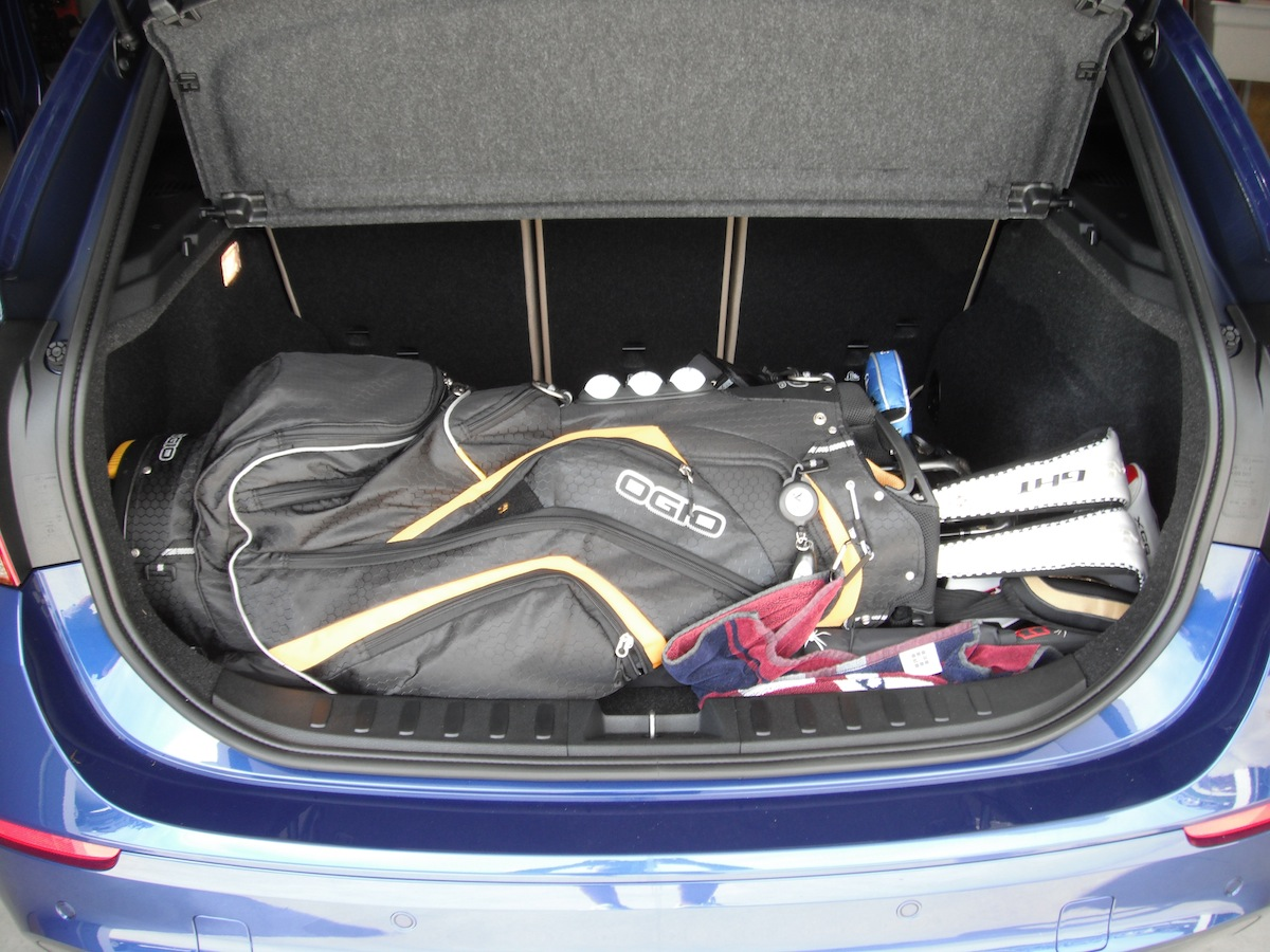Attachment besides Volvo Xc Boot also Bmw Xe in addition Volvo V Xc Vs Bmw X Review By Automotorundsport in addition . on bmw x1 trunk space